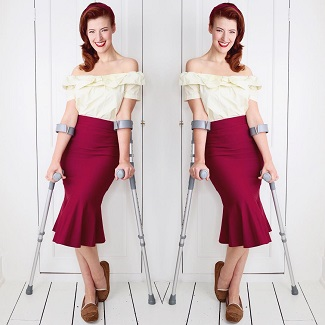 jessica-in-1950s-style-siren-burgundy-skirt