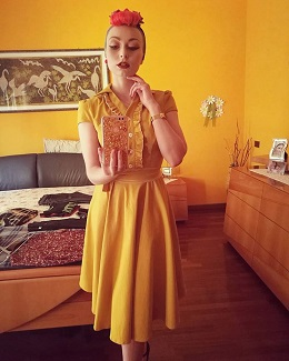 melissa-in-shirty-vintage-dress-1