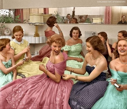 a1c29dd7807c How To Throw A 1950s Style Cocktail Party | Vintage Clothing Online ...