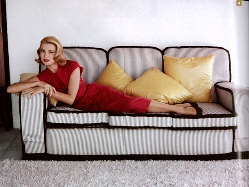 Grace Kelly in a sheath dress by Howell Conant, Jamaica 1955