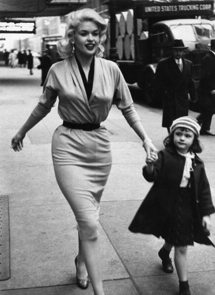 Jayne Mansfield and Daughter In New York 1955