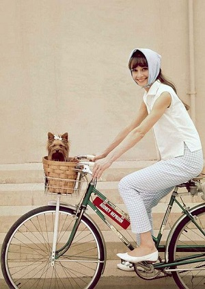 audrey-hepburn-on-warner-bros-backlot-in-casual-style