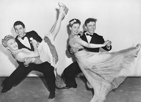 50s-prom-couples-dancing
